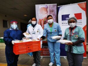 Manq'a students give meals to hospital