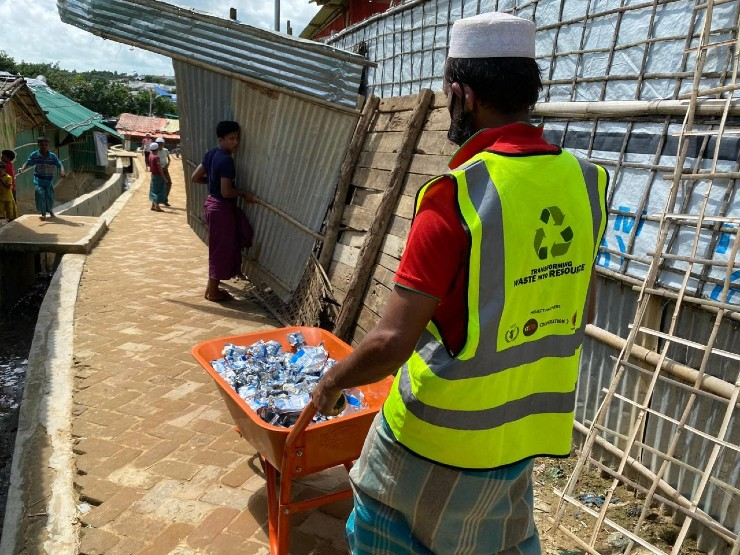 Rohingya collecting waste in the camps
